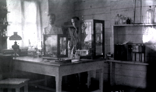 <p>Two medical personnel in the bacteriological laboratory at Military Hospital No. 1.</p>