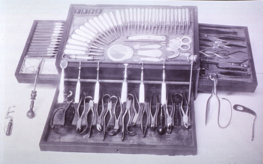 <p>An open dental case displaying instruments.</p>