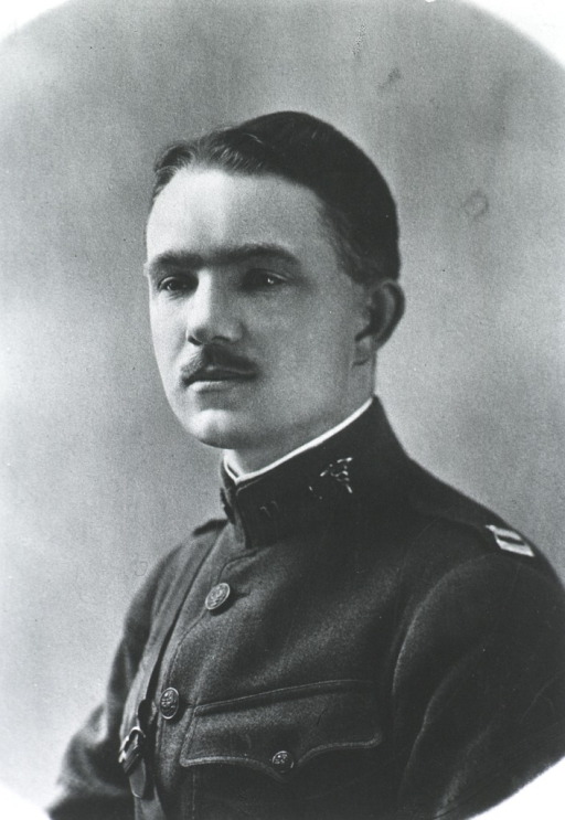 <p>Head and shoulders, left profile; in uniform.</p>