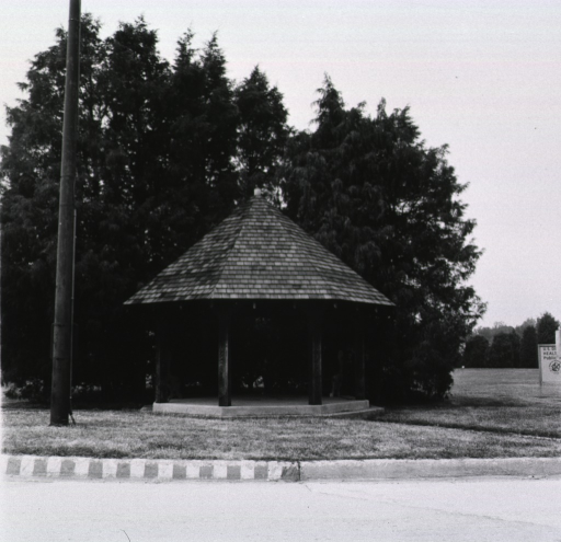 <p>Showing kiosk with two benches.</p>