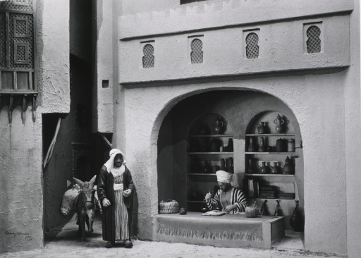 <p>Diorama of a 13th century apothecary's shop exhibited at the International Congress of the History of Medicine, Madrid, 1935.</p>